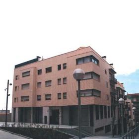 Edificio plurifamiliar de 24 viviendas, locales comerciales y parking